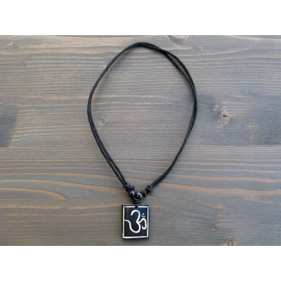 CT39 Collier Tibétain Symbole Om